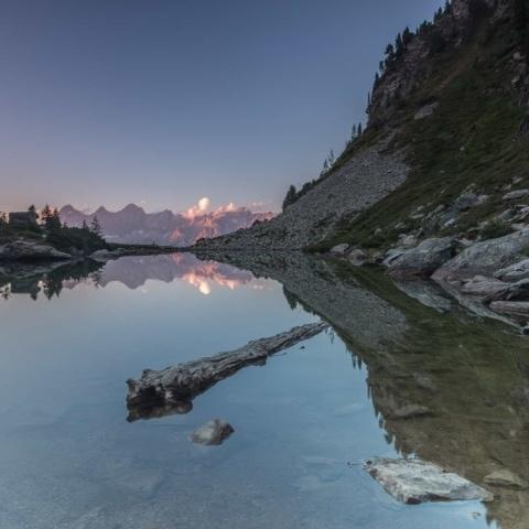 Blick auf Dachsteinsüdwand kurz nach Sonnenuntergang beim Mittersee